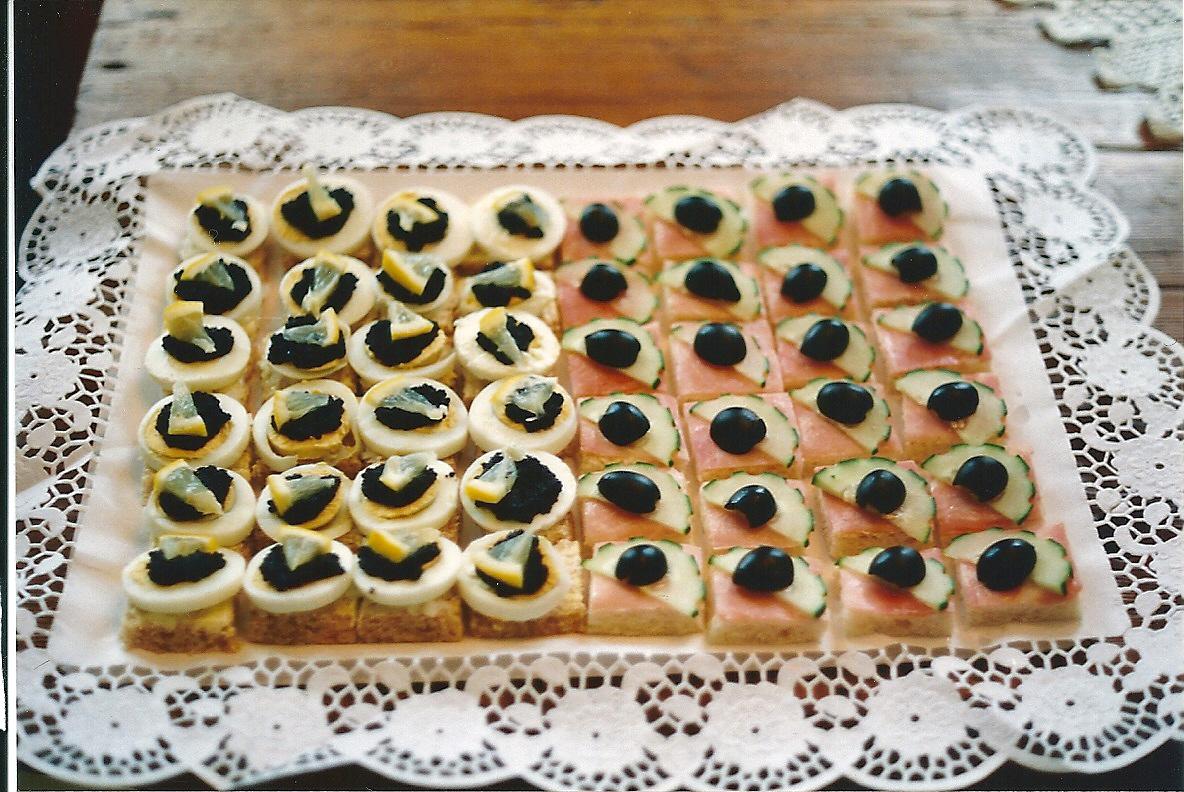 Canap s de caviar y de pepino jos ram rez alfonso for Canape de caviar